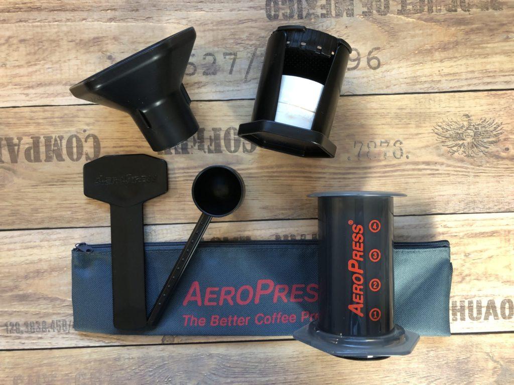 Die Aeropress - form follows function - Kaffeebereiter für Reisen und Büro - druckbasierte Kaffeemaschine - kaffeegenie.de